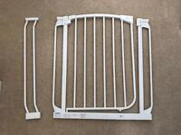Dream baby safety gate with extension