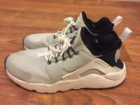 Unisex Nike Air Huaraches - Size 6