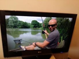 """Excellent 32"""" LG LCD TV full hd ready 1080p freeview inbuilt"""