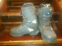 Womens snowboarding boots size 5