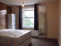 NO FEES! >>> LARGE DOUBLE ROOM AVAILABLE NEAR LEYTON TUBE STATION CENTRAL LINE <<<