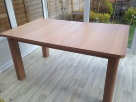 Extendable oak effect dining table in excellent condition.