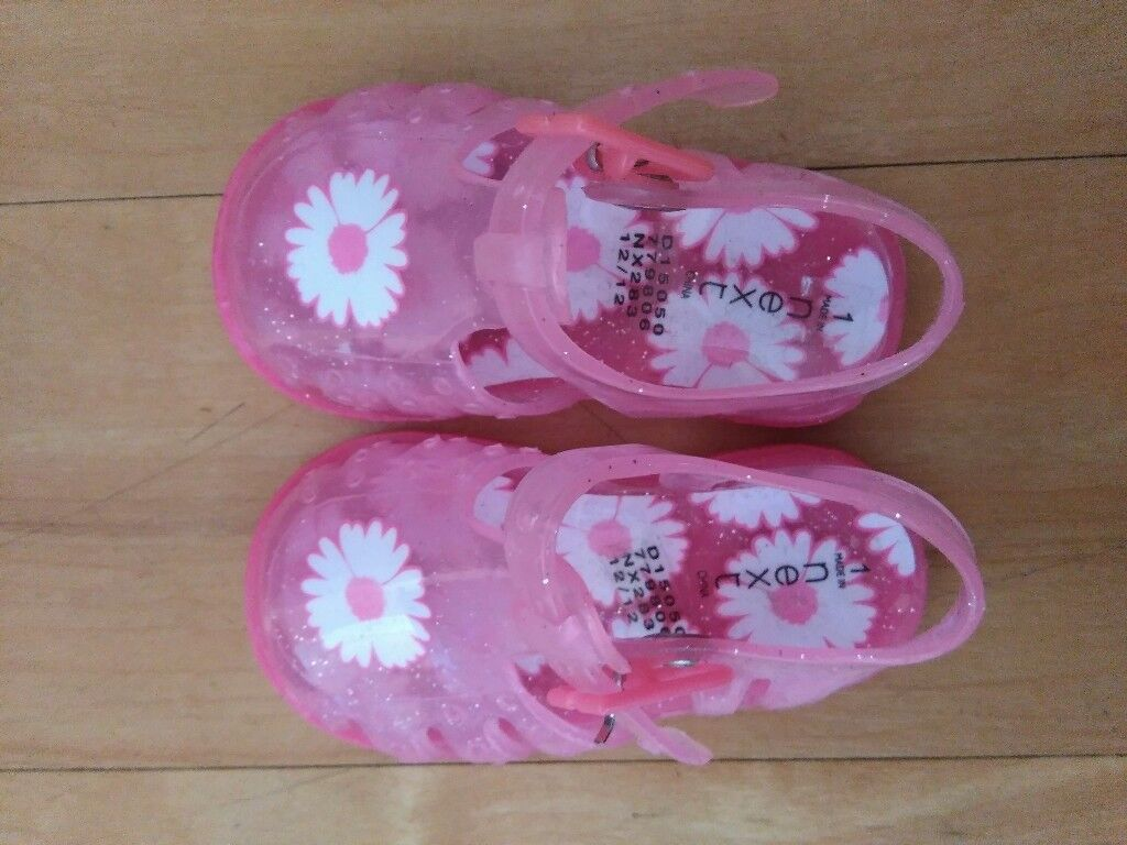 Unworn baby jelly shoes size 1