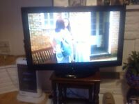 32IN PANASONIC TV WITH FREEVIEW AND REMOTE.