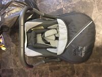 Car seat suitable from newborn, never in an accident great condition with cosy toes