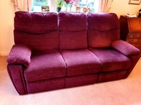 IMMACULATE CONDITION 3 seater manual recliner sofa DELIVERY INCLUDED