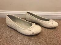 Cream lace wedding shoes Size 4