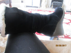 womens flattering black faux suede,black, faux fur lined, wedge boots