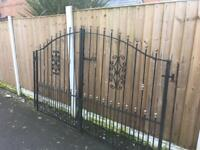 Good Quality Set Of Driveway Gates 8.5ft Wide Can Deliver Metal / Iron / Steel Gates