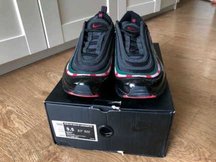 Nike airmax 97 x undefeated size 9.5