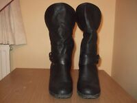 LADIES BLACK BOOTS FUR TRIMMED AT THE TOP SIDE ZIP FOR EASY FITTING SIZE 6