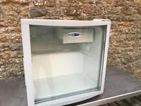 Counter to fridge