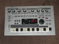 Roland MC-303 Groovebox Drum Machine Synth Sequencer