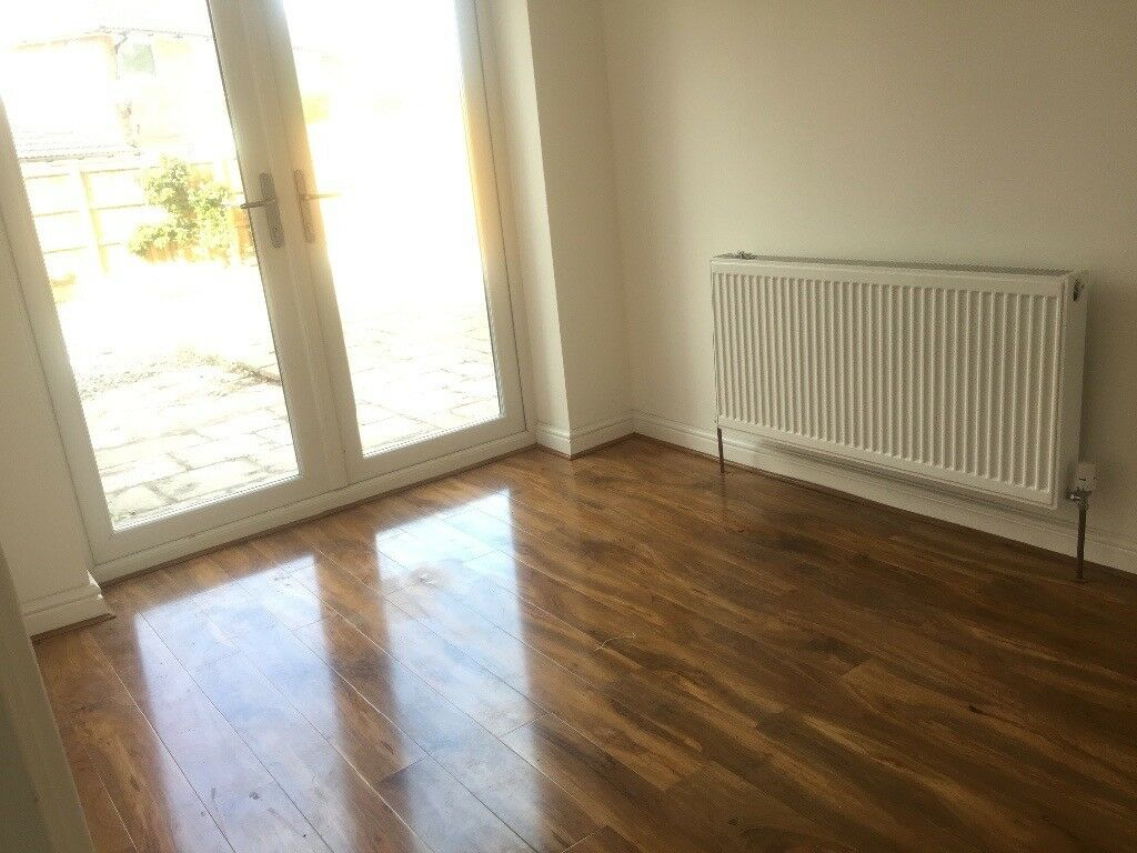 3 Bed house, Heald Green, Neewly renovated, close t schools, all ameanaties, airport, hospital,shops