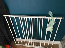 Extendable screw in baby Gate