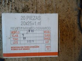 Whte Italian Ceramic tiles 6 boxes of 20x25 1msq