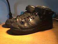 Nike Air Force 1 black size 7