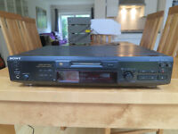 Sony MDS-JE530 Mini Disc Recorder / Player with Sony RM-D29M remote.
