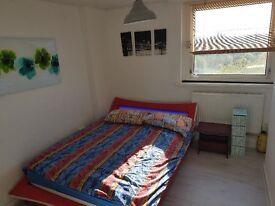 NICE DOUBLE BEDROOM IN OLDHAM