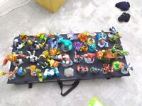 42 skylanders figures for Xbox 360 + 5 games & 3 wires (+ console with 62 games + 2 controllers