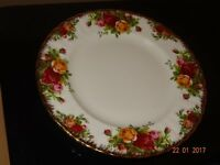 "Royal Albert 'Old Country Rose' 6 x 8"" plate"