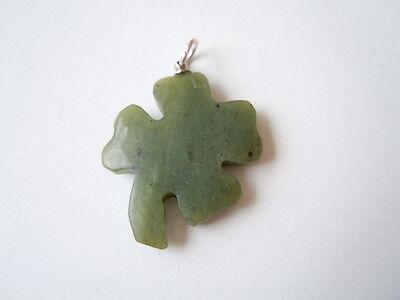 Nephrit Jade Kleeblatt Anhänger 4-blättrig 3,2 g / 3,0 x 2,0 cm