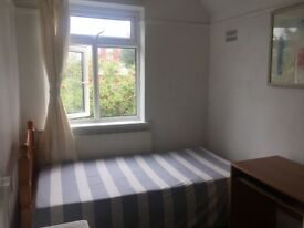 Cosy bright single room in Greenwich with good transport