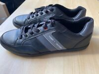 Tommy Hilfiger Mens leather trainers size 10.5.like new