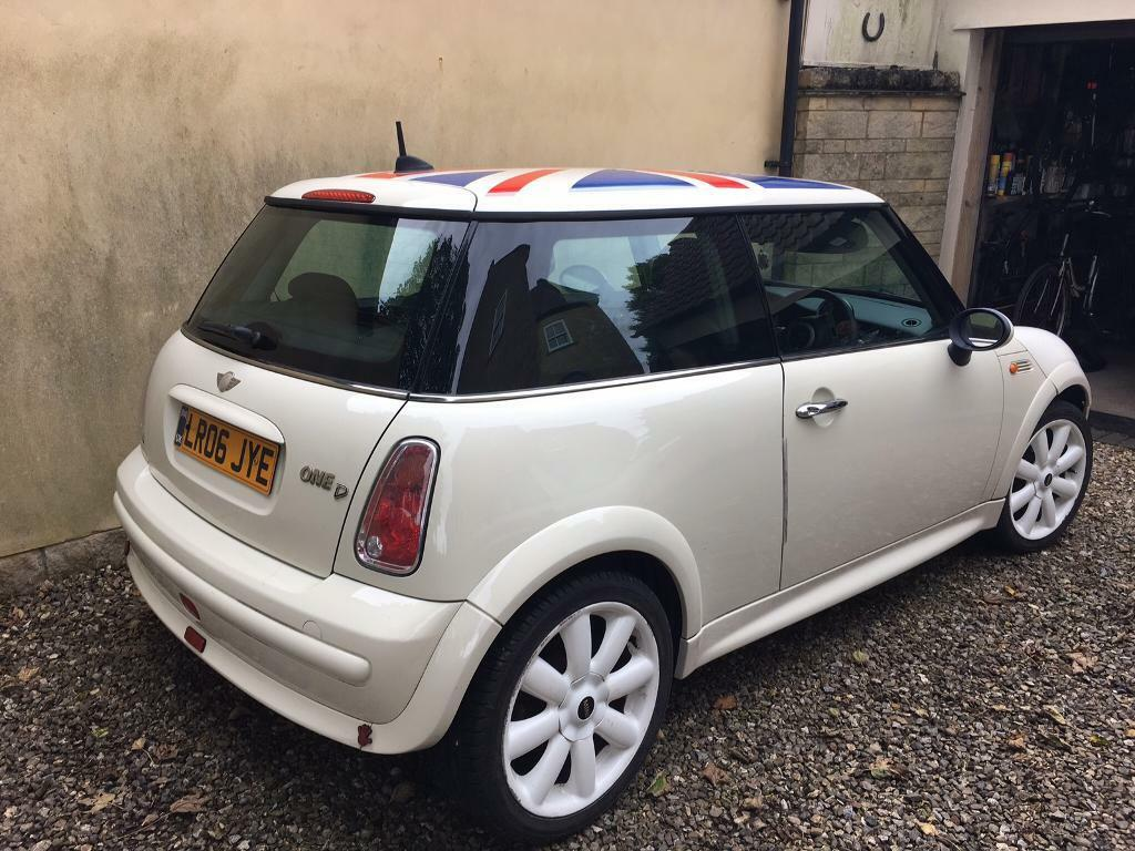 Mini One Sel 2006 White Cream With Union Jack Roof And 4 New Run Flat