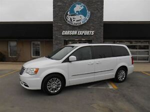 2015 Chrysler Town & Country Touring-L! LOOK! FINANCING AVAILABL