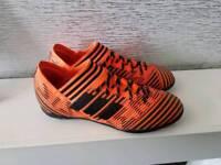 ***Adidas football boots size 5***