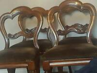 VICTORIAN WALNUT DINING TABLE PLUS 4 CHAIRS