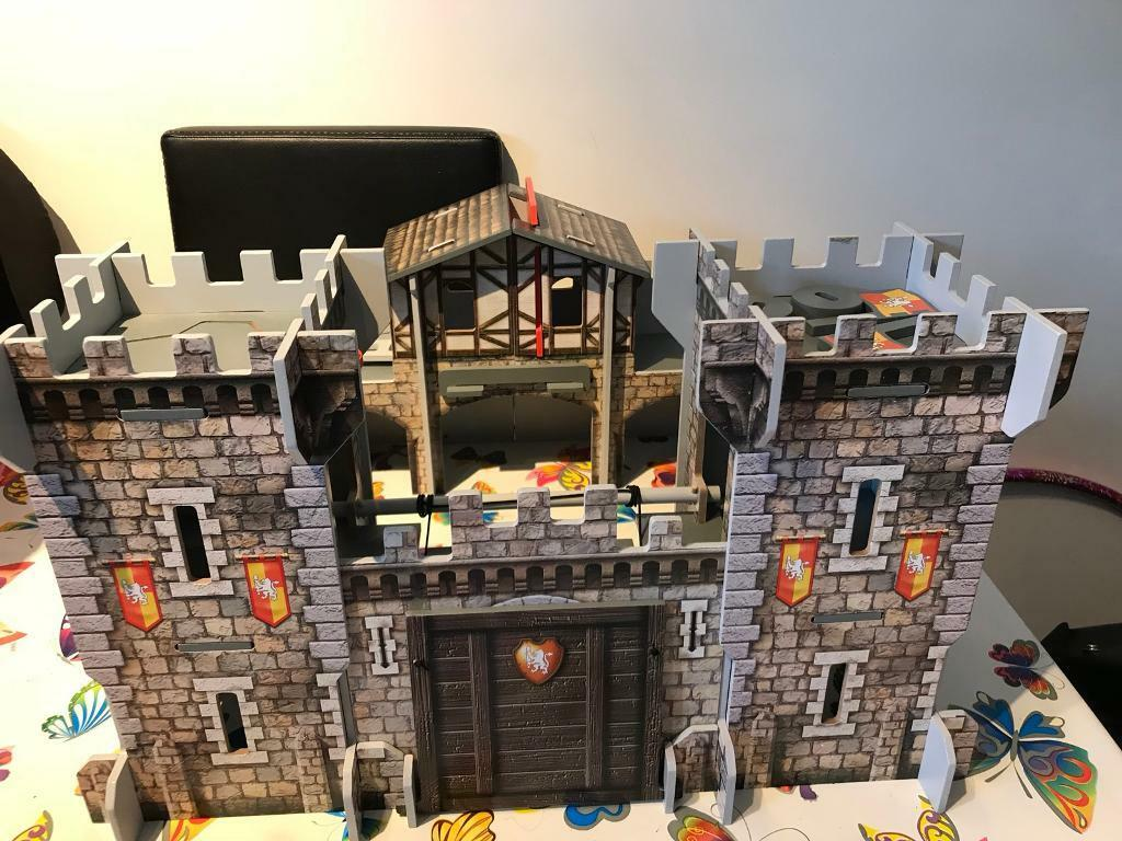 ELC Wooden Castle and Knights