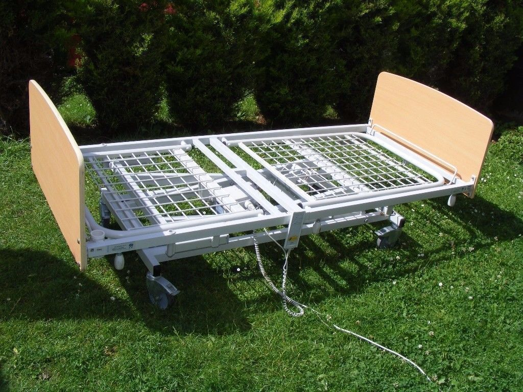 CAN DELIVER - MOBILITY ELECTRIC HOSPITAL BED WITH SIDE RAILS - NOT WORKING