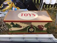 Stunning toy box
