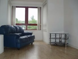 Spacious 2 bedroom flat overlooking canal in Camelon