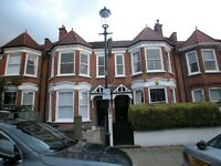 2 Bed Flat to Rent close to Latimer Road on a quiet residential street
