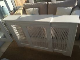 Adjustable victorian radiator cover in white