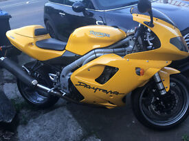 2004 Triumph daytona 955i only 5k miles!