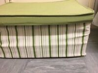 2 cloth storages in very good condition £6