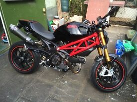 Ducati M1100s Monster 2009. Tons of goodies and full Ohlins suspension.