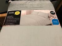 NEW: King duvet cover and 2 pillow cases