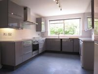 ***AVAILABLE NOW*** SPACIOUS 4 DOUBLE BEDROOM 2 BATHROOM DETACHED HOUSE WITH ANNEXE !!!!!