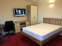 3 Ensuite Rooms available at 296-298 Oystermouth Rd