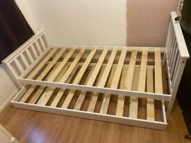 Single stackable bed frame (like new)