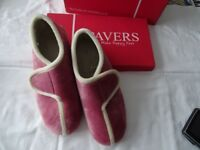 LADIES PINK VELCRO FASTENING SLIPPERS