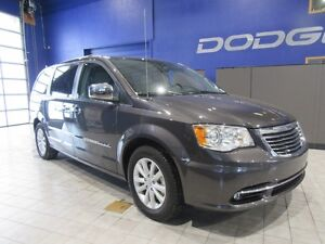 2016 Chrysler Town & Country Limited w/DVD,SUNROOF