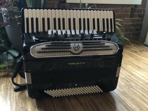 Giulietti Classic 127  140 Bass Accordion