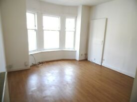 *** BRIGHT 2 BEDROOM FURNISH FLAT *** Available immediately!!!!