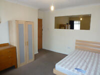BRIGHT AND LOVELY SINGLE ROOM WITH DOUBLE BED TO RENT IN EAST ACTON